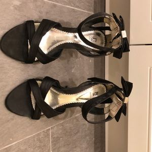 Black 4 inch heels with bows in back